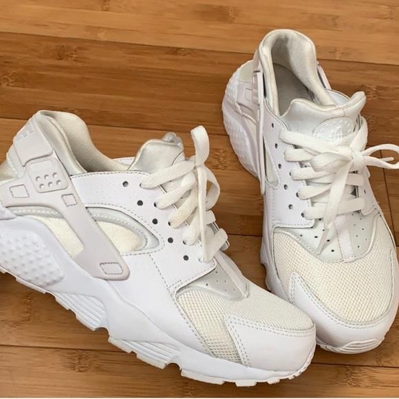 white huaraches size 5.5